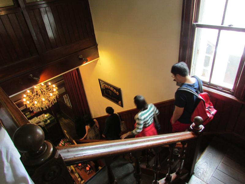 和み館階段