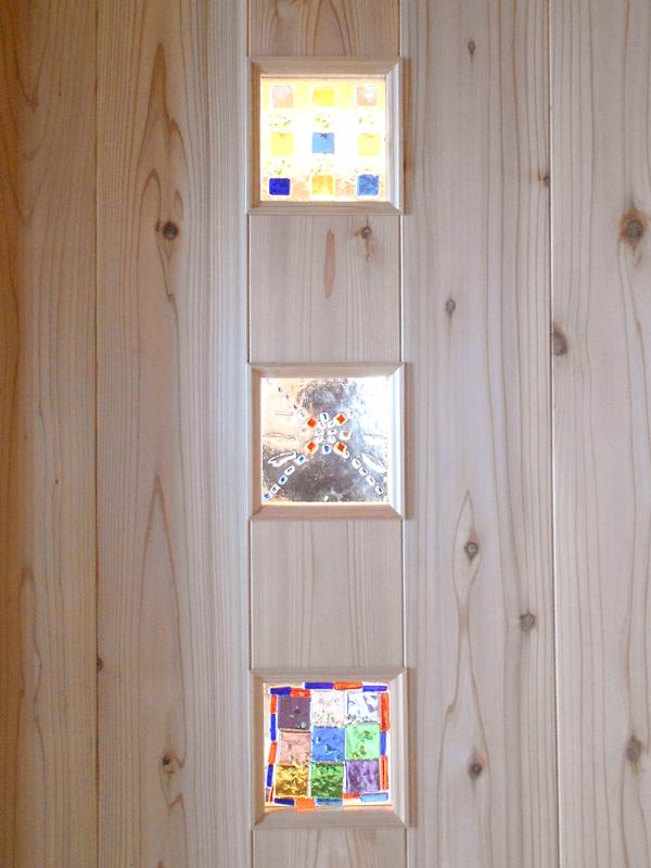 南野田 F邸『ゼロエネの家』 ドアのガラスは施主様の手作り。あたたかみが伝わります。
