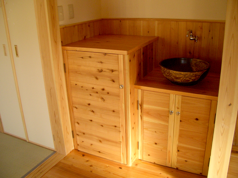 富田林寺池台 I邸 和室に面した部屋に洗面台を設置しています。