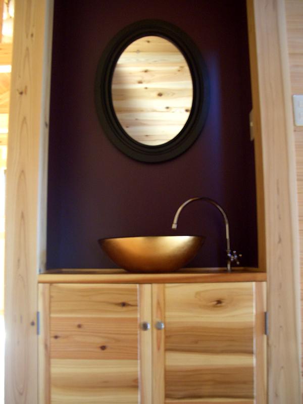 富田林寺池台 I邸 2階のへの階段を上がると正面にモダンな洗面台が。