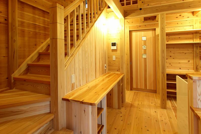 和歌山市内原 N邸『大屋根の家』 階段部分
