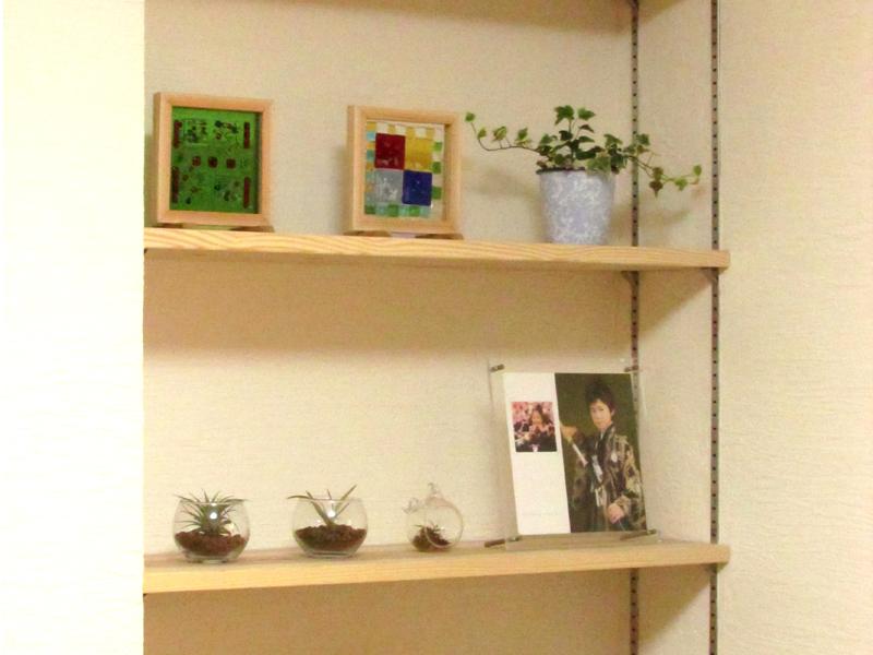 東大阪御厨 M様邸 after TV横に可動棚を造りつけました。