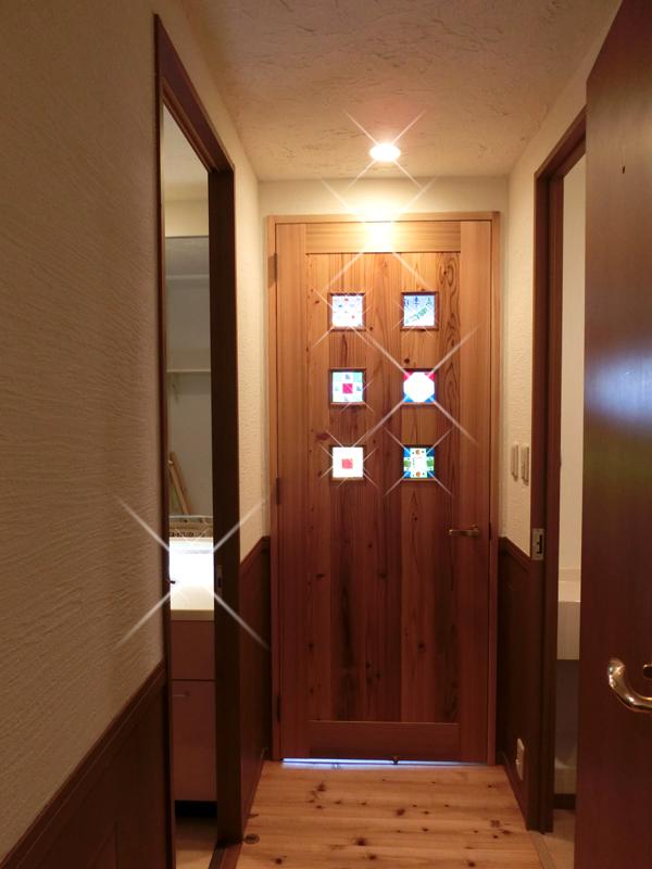 光明池 N邸 リビングへの廊下。