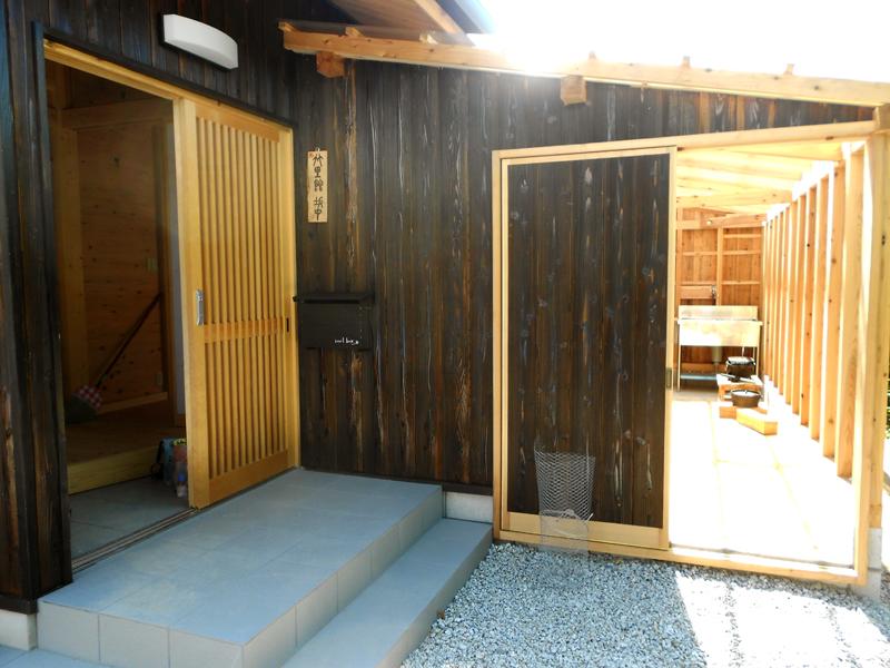 和歌山九度山 S様邸『自然を感じる無垢の家』 テラス。家の中からも入ることができます。