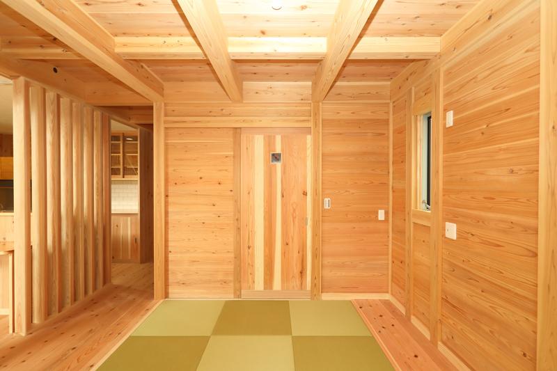 八尾刑部 G邸『漆喰とタイルの無垢の家』 1F 畳スペース