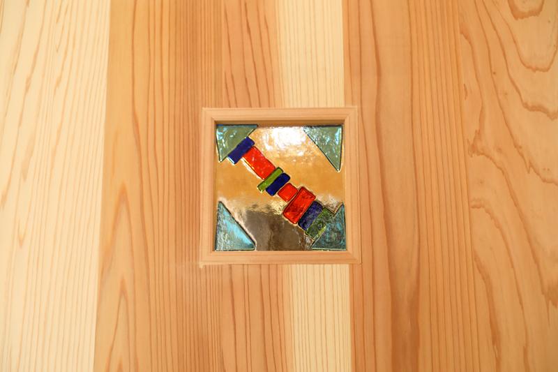八尾刑部 G邸『漆喰とタイルの無垢の家』 お施主様手作りのガラスクラフト。