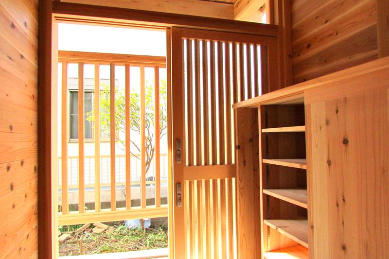 神戸春日台 T様邸『家族が心ゆたかに過ごす無垢の家』 玄関