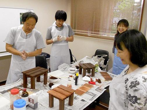 体にやさしい自然塗料の塗装体験