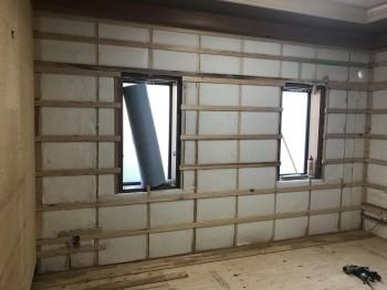 八尾弓削 自然素材リフォーム 壁断熱材施工01