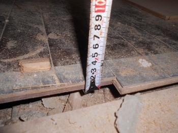 奈良広陵 無垢と漆喰の耐震リフォーム 1階床劣化01