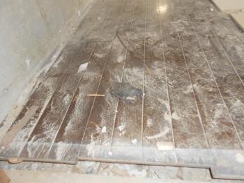 奈良広陵 無垢と漆喰の耐震リフォーム 1階床劣化02
