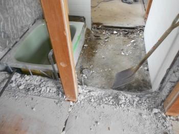 奈良広陵 無垢と漆喰の耐震リフォーム 浴室解体03