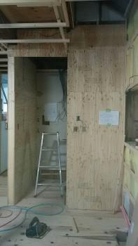 奈良広陵 無垢と漆喰の耐震リフォーム パントリー新設02