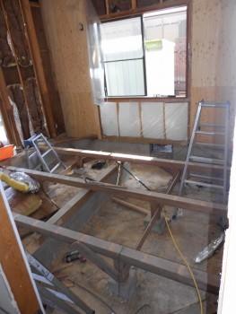 奈良広陵 無垢と漆喰の耐震リフォーム 1階床解体01
