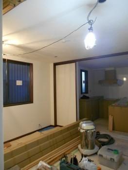八尾弓削 自然素材リフォーム 窓枠塗装02