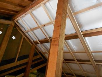 奈良広陵 無垢と漆喰の耐震リフォーム 屋根部分断熱材03