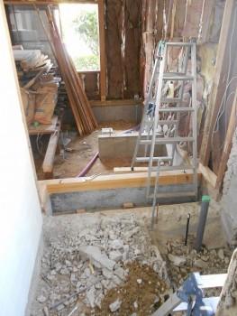 奈良広陵 無垢と漆喰の耐震リフォーム 設備配管施工開始