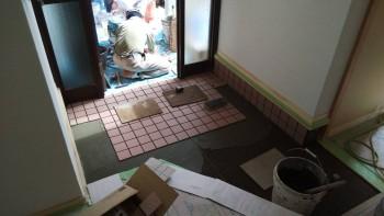 奈良広陵 無垢と漆喰の耐震リフォーム 玄関タイル貼01