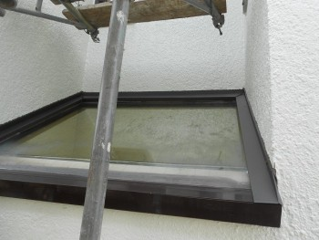 奈良広陵 無垢と漆喰の耐震リフォーム 外部天窓水切施工