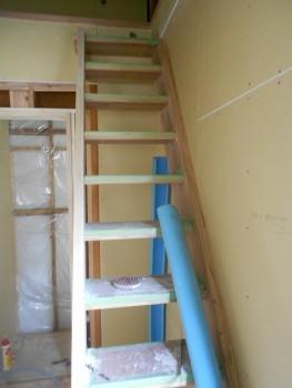 奈良広陵 無垢と漆喰の耐震リフォーム ロフト階段完成01