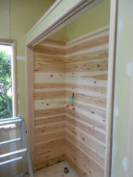 奈良広陵 無垢と漆喰の耐震リフォーム 収納棚内部板貼01