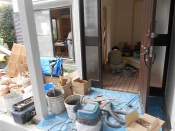 奈良広陵 無垢と漆喰の耐震リフォーム 玄関タイル貼02
