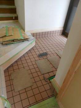 奈良広陵 無垢と漆喰の耐震リフォーム 玄関タイル貼03