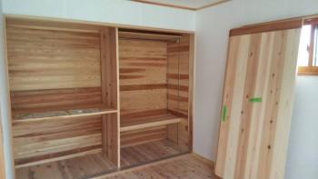 奈良広陵 無垢と漆喰の耐震リフォーム 収納棚施工03