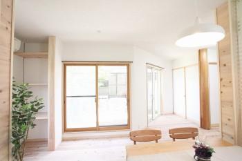 奈良広陵 無垢と漆喰の耐震リフォーム リビング漆喰左官仕上がり