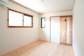 奈良広陵 無垢と漆喰の耐震リフォーム 壁・天井への和紙仕上がり