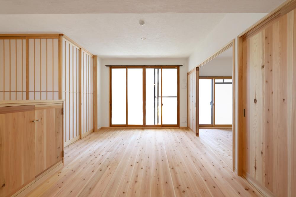大阪旭区 S邸 after リビング。障子を閉めるとプライベート空間としても利用できます。
