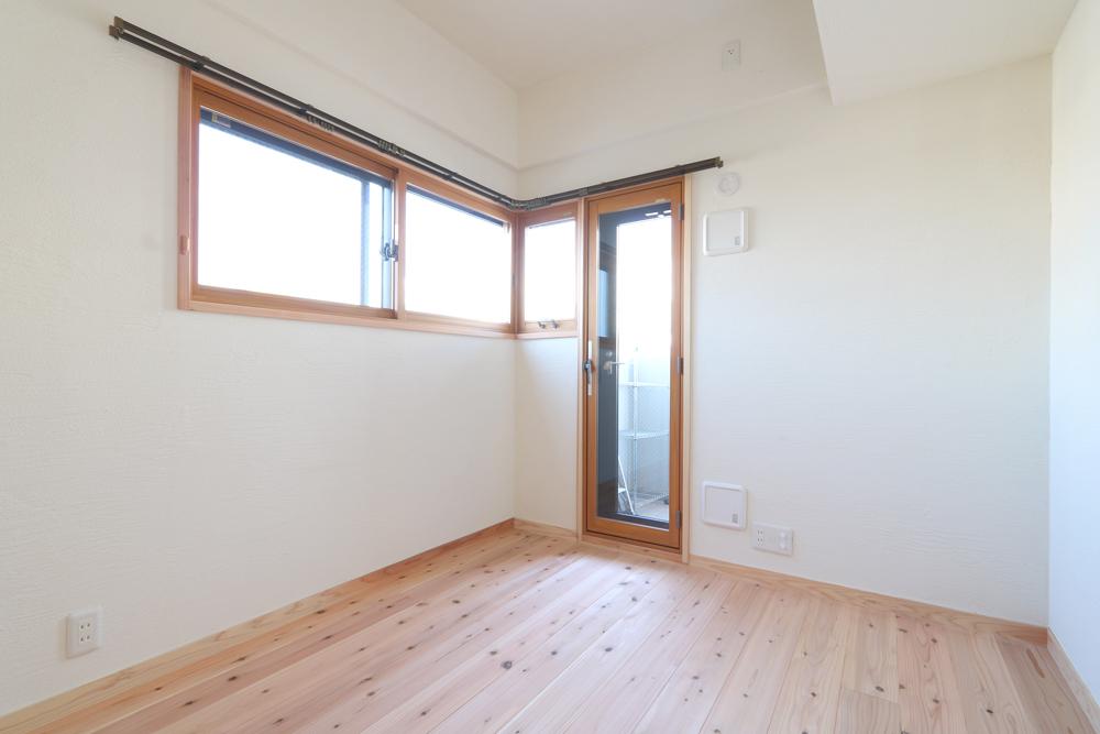 大阪旭区 S邸 after 角の洋室。断熱材を壁に敷き断熱性能がUPしました。