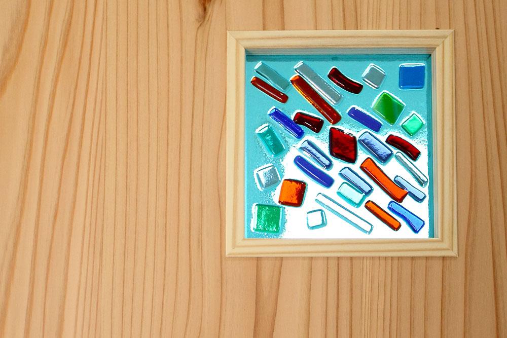 奈良広陵 S様邸 耐震リフォーム after お施主様手作りのガラスクラフトは室内建具にはめ込みます。