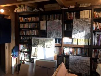 アトリエの本棚