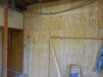 大阪 交野 自然素材健康住宅の耐震リフォーム 構造用合板補強開始01