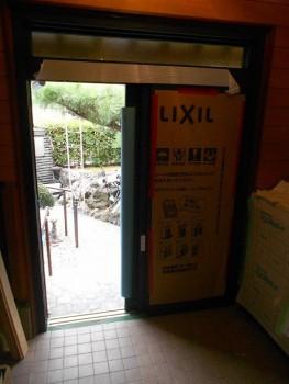 大阪 交野 自然素材健康住宅の耐震リフォーム 玄関戸取替01