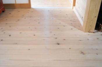 杉無垢材の床