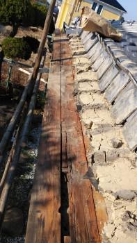 軒先の瓦めくりと下地の劣化 大阪 交野 自然素材健康住宅の耐震リフォーム