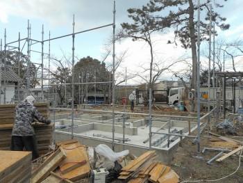 【建て方】服部緑地「板倉造り」事務所棟移築 土台敷き02