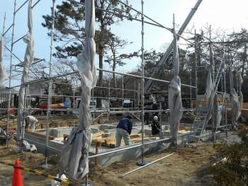 【建て方】服部緑地「板倉造り」事務所棟移築 土台敷き01