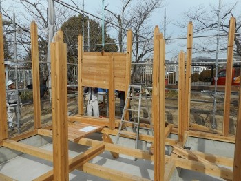 【建て方】服部緑地「板倉造り」事務所棟移築 建て方01