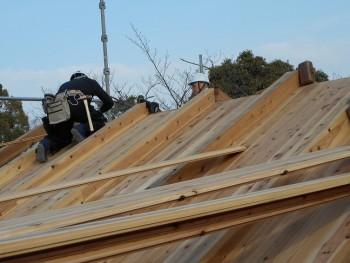 【建て方】服部緑地「板倉造り」事務所棟移築 屋根下地01