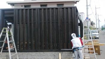 堺南野田 ゼロエネの板倉造りの家 外構 塀塗装02
