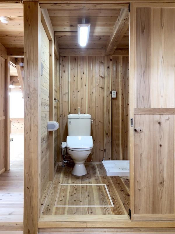 服部緑地 日本民家集落博物館 板倉造りの事務所棟 トイレ