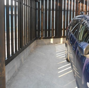 堺南野田 ゼロエネの板倉造りの家 外構 板塀完成06