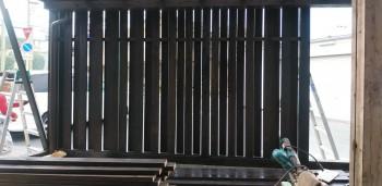 堺南野田 ゼロエネの板倉造りの家 外構 塀塗装03
