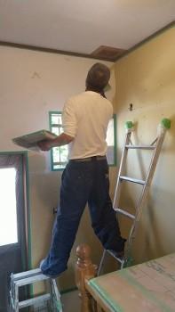 大阪 交野 自然素材健康住宅の耐震リフォーム 裏玄関壁漆喰下塗り01