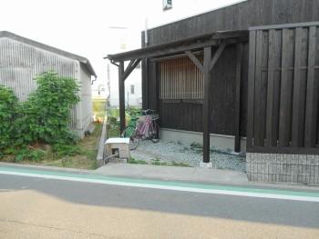 堺南野田 ゼロエネの板倉造りの家 外構 板塀完成04