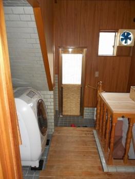大阪 交野 自然素材健康住宅の耐震リフォーム 裏玄関壁漆喰・床杉板貼り01