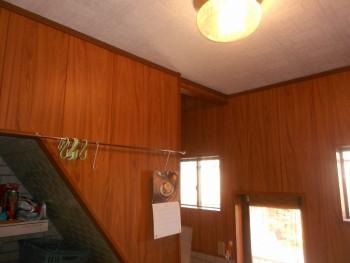 大阪 交野 自然素材健康住宅の耐震リフォーム 裏玄関壁漆喰完了